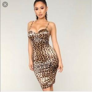 Fashion nova Leopard Midi Dress